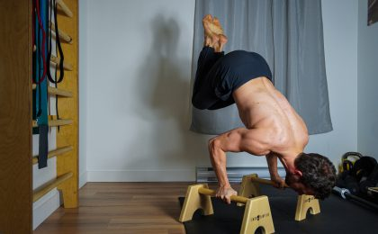 reussir-l-sit-bent-arm-press-handstand_simon-hamptaux_callisthenie-quebec